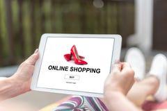 Online zakupy pojęcie na pastylce zdjęcia royalty free