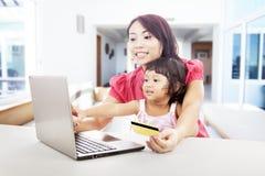 Online zakupy w domu Obrazy Stock