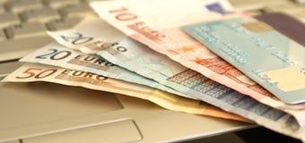 Onlinebargeld lizenzfreie stockbilder