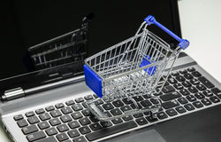 Onlineeinkaufen lizenzfreie stockfotografie