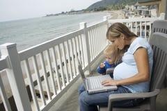 Onlinefamilie Stockbilder