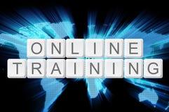 Onlinego szkolenia klawiaturowy guzik z światowym tłem Zdjęcia Royalty Free