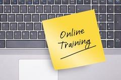 Onlinego szkolenia notatka na klawiaturze Obraz Royalty Free