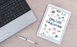 Onlinego szkolenia pojęcie na cyfrowej pastylce Fotografia Royalty Free