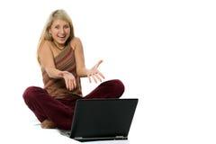Onlinemißverständnis der jungen Frau Lizenzfreies Stockfoto