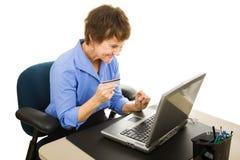 OnlineShoping bei der Arbeit Lizenzfreie Stockfotos