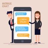 Onmiddellijke berichtendienst berichtendienst Smsboodschapper De gelukkige zakenman of de manager en de vrouw bevinden zich dicht Stock Afbeeldingen