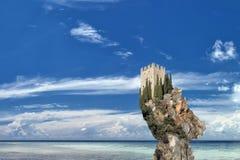 Onmogelijk fantasie echt kasteel op water Royalty-vrije Stock Foto's