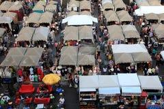 Onnut fyrkantloppmarknad i Bangkok Arkivbild