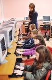 Ono edukacja z dziećmi w szkole Zdjęcia Stock