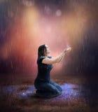 Ono modli się dla deszczu zdjęcie royalty free