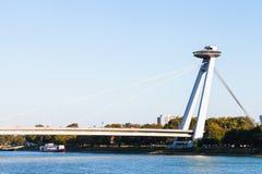 Ono potyka się Bratislava miasto - widok Najwięcej SNP mosta fotografia stock