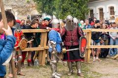 Ono potyka się zwalcza festiwal średniowieczna kultury placówka 2016 w Kamenetz-Podolsk Obrazy Stock