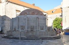 Onofrio` s Fonteinen in oude stad Dubrovnik, Kroatië Stock Fotografie