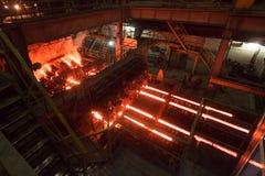 Ononderbroken afgietselmachine bij de metallurgische installatie stock foto