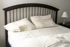 Onopgemaakt Bed Stock Afbeelding