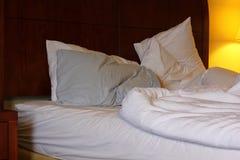 Onopgemaakt bed stock afbeeldingen