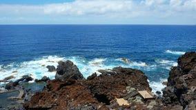 Onopvallende ingang in het afgezonderde vulkanische hol van Charco Azul, Gr Hierro, Canarische Eilanden, Spanje stock afbeeldingen
