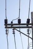 Onordelijke elektriciteitslijnen royalty-vrije stock afbeeldingen