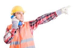 Onrealistische bouwer die op de telefoon spreken Stock Foto's