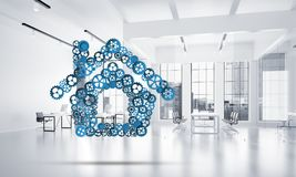Onroerende goederen of bouwidee door huispictogram wordt voorgesteld op witte bureauachtergrond die Stock Foto