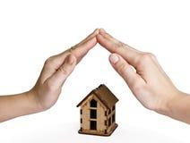 Onroerende goederen concept insuranse, veiligheid en veiligheidshuis stock afbeelding