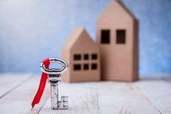 Onroerende goederen of kopend een nieuw huisconcept stock afbeelding