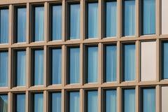 Onroerende goederenbuitenkant - moderne architectuur de bouwvoorgevel - royalty-vrije stock foto's