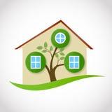 Onroerende goederensymbool van ecologisch huis met boom en bladeren Stock Afbeeldingen