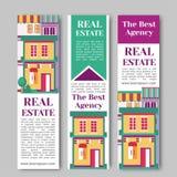 Onroerende goederenvlakke verticale banner die met huisembleem wordt geplaatst, lint, bomen De huur van de dorpsflat en het kopen Royalty-vrije Stock Foto's