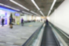Onscherp defocused beeld van passagier bij de luchthaventerminal Stock Afbeelding