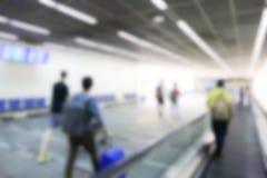 Onscherp defocused beeld van passagier bij de luchthaventerminal Stock Foto's