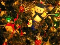 Onscherp detail van verfraaide Kerstboom in geelachtige toon vector illustratie