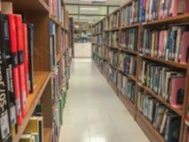Onscherp van bibliotheek in universiteit royalty-vrije stock foto's