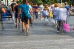 Onscherpe mensen die in de straat lopen Royalty-vrije Stock Fotografie