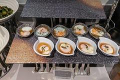 Onsen jajko w Japońskiego stylu pucharze na kamiennej tacy dla słuzyć zdjęcie stock