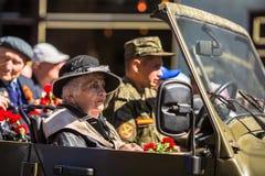 Onsterfelijk Regiment maart in de Victory Day-vieringen Stock Afbeelding