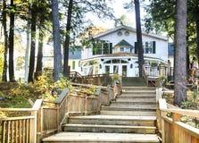ONTARIO - CANADÁ, EL 22 DE OCTUBRE DE 2017: Centro turístico de Sherwood Inn Muskoka imagen de archivo libre de regalías