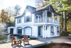ONTARIO - CANADA, OCTOBER 22, 2017: Cottage at the Muskoka Lakes. Ontario, Canada Stock Images