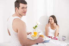 Ontbijt in bed Stock Afbeelding