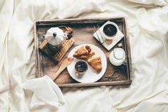 Ontbijt in bed Vensterlicht Royalty-vrije Stock Foto