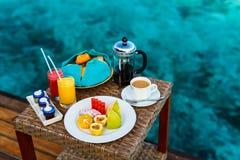 Ontbijt bij oceaanrand Royalty-vrije Stock Foto