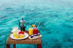Ontbijt bij oceaanrand Royalty-vrije Stock Fotografie