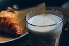 Ontbijt in de koffie Royalty-vrije Stock Foto's