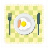 Ontbijt - gebraden ei en worst Stock Foto