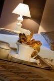 Ontbijt in hotelruimte royalty-vrije stock foto's