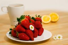 Ontbijt met aardbei royalty-vrije stock fotografie