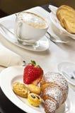 Ontbijt met cappucino Royalty-vrije Stock Foto