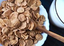 Ontbijt met cornflakes Stock Afbeeldingen