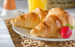 Ontbijt met Franse croissanten Royalty-vrije Stock Fotografie